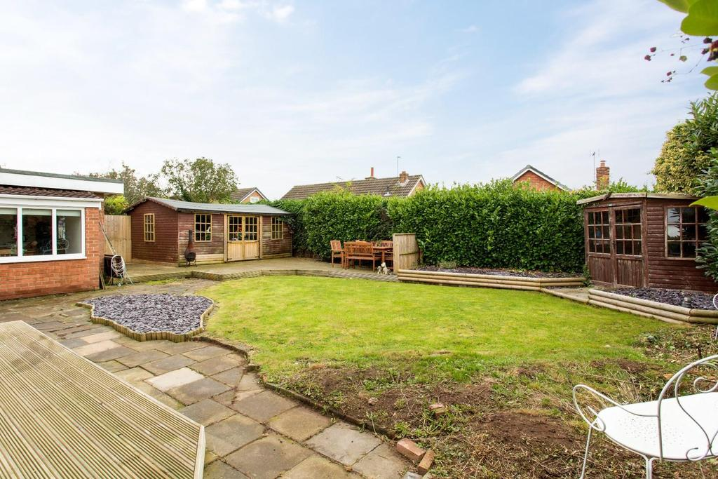 4 Bedrooms Bungalow for sale in Fox Lane, Thorpe Willoughby, Selby