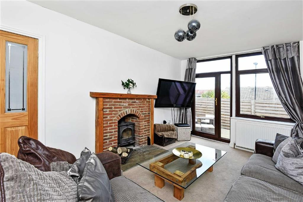3 Bedrooms Semi Detached House for sale in Hill Top Rise, Harrogate, North Yorkshire
