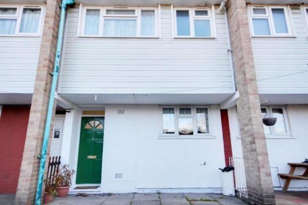 2 Bedrooms Maisonette Flat for sale in Great Cambridge Rd