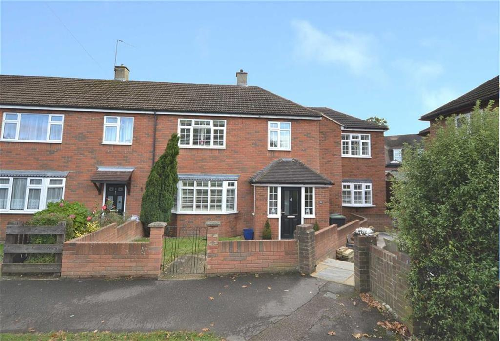 4 Bedrooms End Of Terrace House for sale in Chester Green, Loughton, Essex