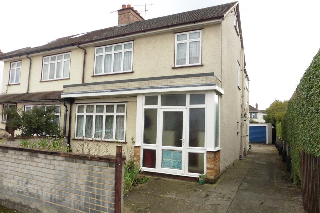 4 Bedrooms Semi Detached House for sale in Wolsey Road, Ashford, TW15