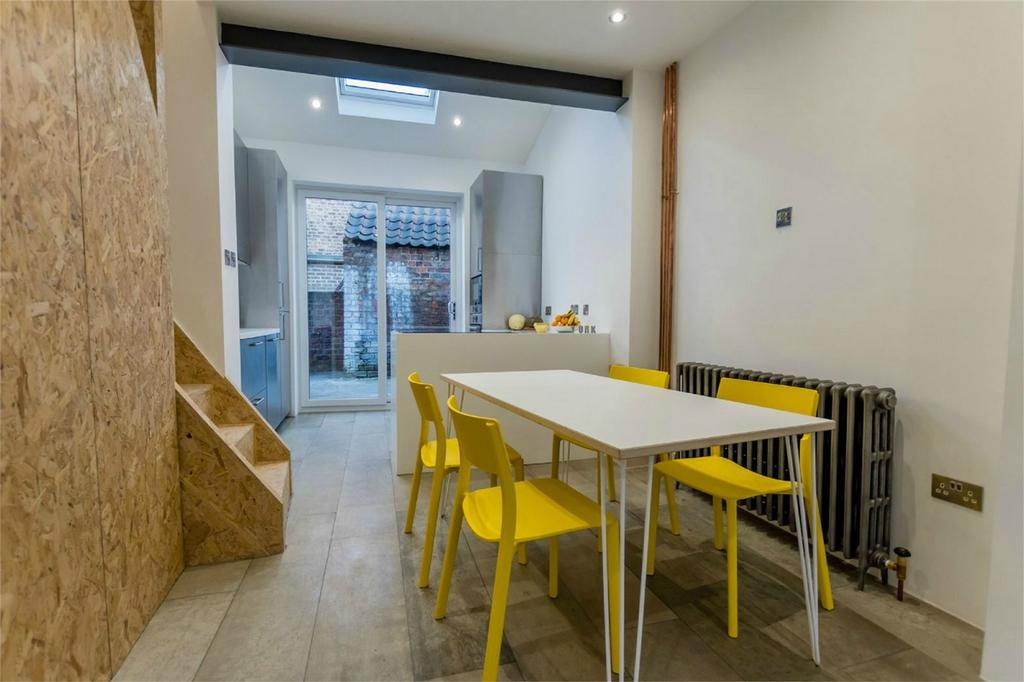 2 Bedrooms Terraced House for sale in Granville Terrace, Lawrence Street, York