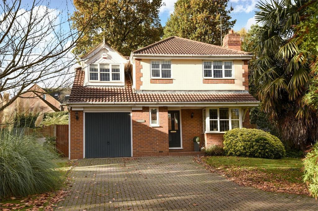 5 Bedrooms Detached House for sale in Bagshot, Surrey
