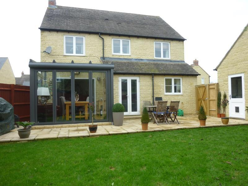 4 Bedrooms Detached House for sale in Fern Lane, Carterton