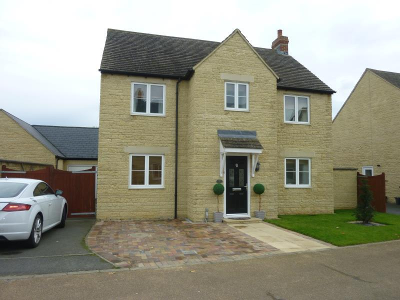 4 Bedrooms Detached House for sale in Fern Lane, Carterton