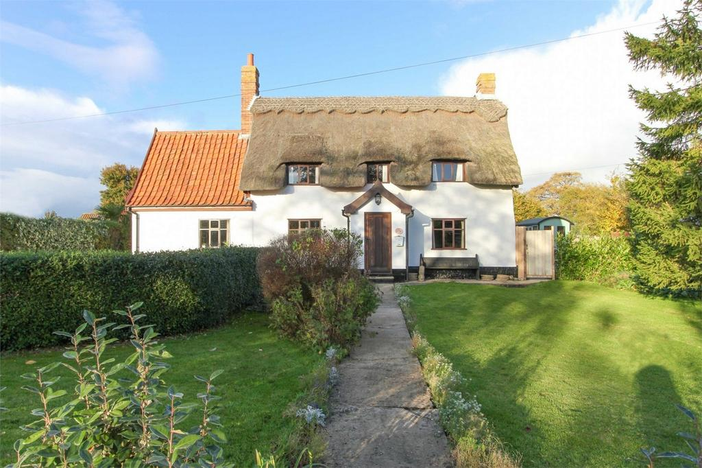 4 Bedrooms Cottage House for sale in Bunwell Street, Bunwell, Norfolk