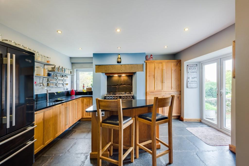 5 Bedrooms Detached House for sale in Leasgill House, Leasgill, Milnthorpe, Cumbria, LA7 7ET