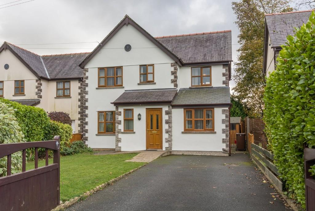 3 Bedrooms Detached House for sale in Stad Tan Y Coed, Penygroes, North Wales