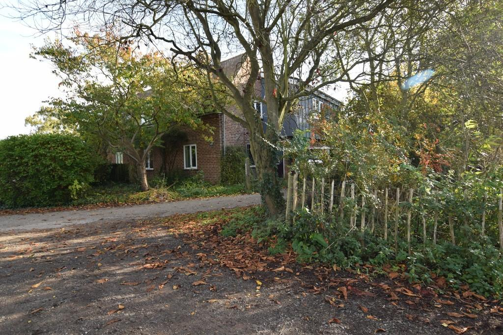 3 Bedrooms Semi Detached House for sale in Lawford