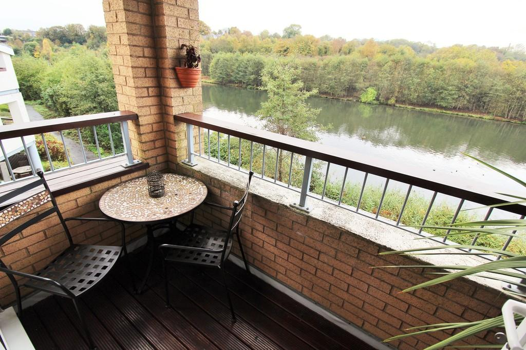 3 Bedrooms Apartment Flat for sale in Grangemoor Court, Cardiff Bay