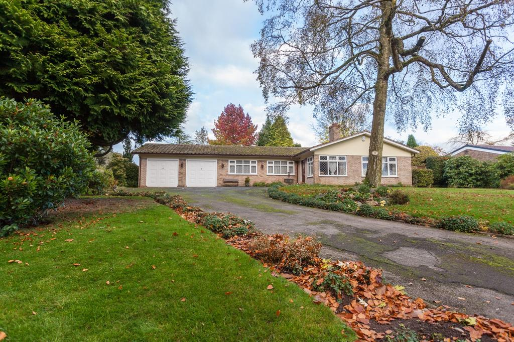 3 Bedrooms Detached Bungalow for sale in Pheasant Walk, High Legh, Knutsford