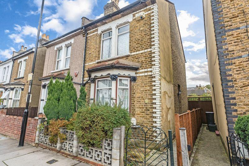 3 Bedrooms Semi Detached House for sale in Benson Road, Croydon