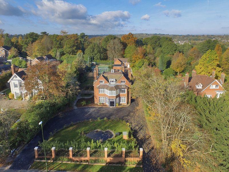 4 Bedrooms Detached House for sale in 17 Oathall Road, Haywards Heath, West Sussex