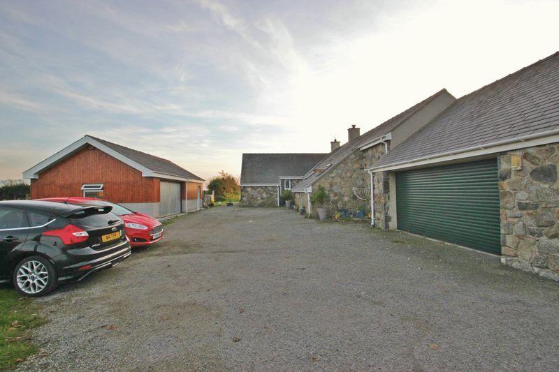 3 Bedrooms Detached House for sale in Llanfaglan, Gwynedd