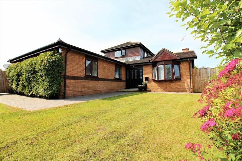 4 Bedrooms Detached House for sale in Bryn Golau, Upper Bryn Coch, Mold