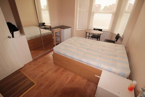 Studio to rent - Cricklewood Lane, NW2