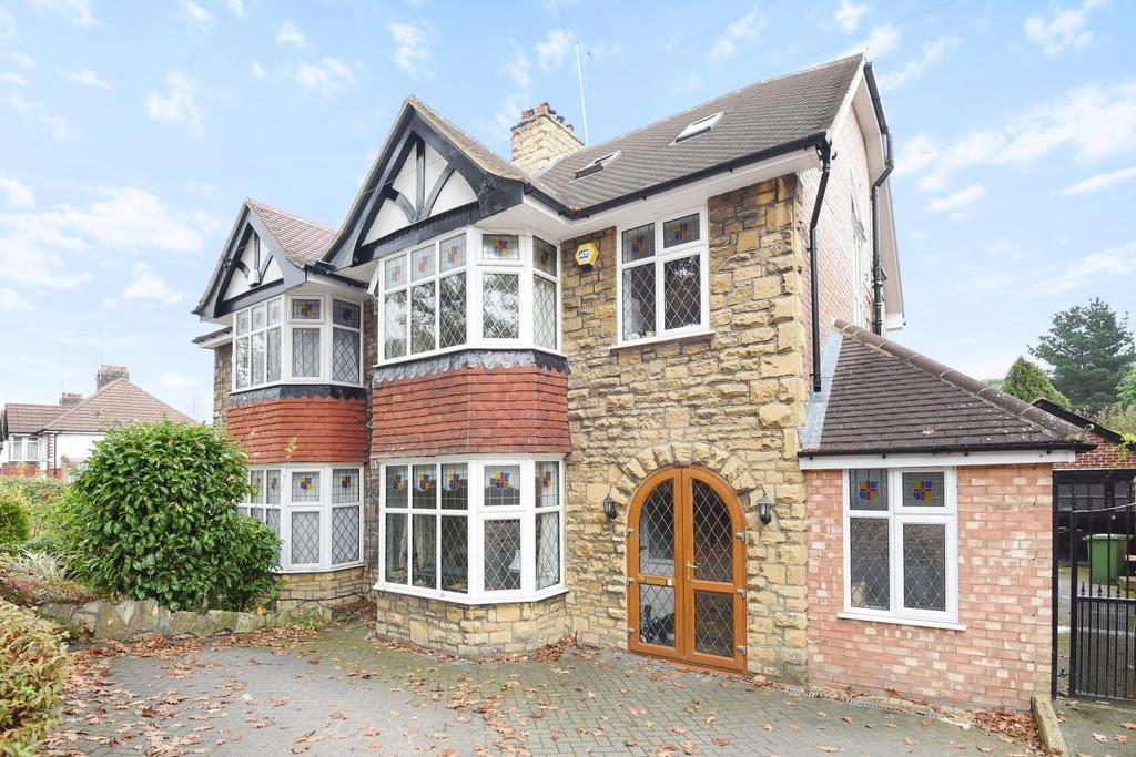 5 Bedrooms Semi Detached House for sale in Oak Tree Gardens, Bromley, BR1