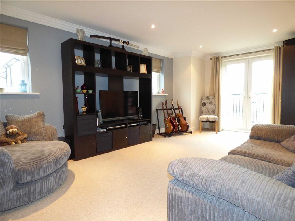 2 Bedrooms Apartment Flat for sale in Acre Park, Bacup, Lancashire, OL13