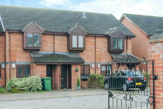 2 Bedrooms Terraced House for sale in Admiral Kepple Court, Ascot