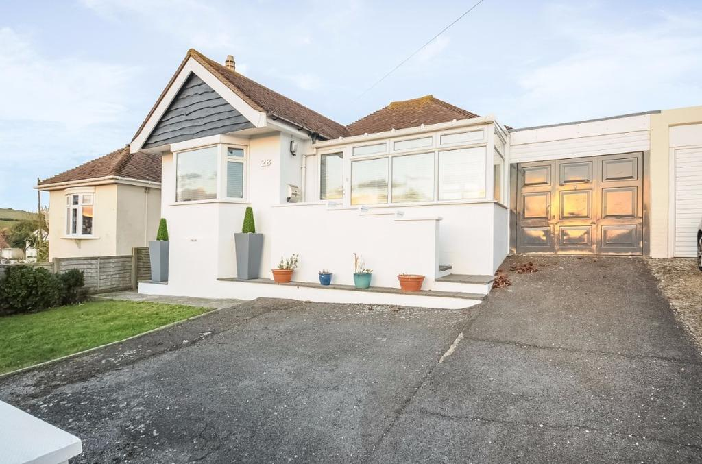 3 Bedrooms Bungalow for sale in Heathfield Avenue Saltdean East Sussex BN2
