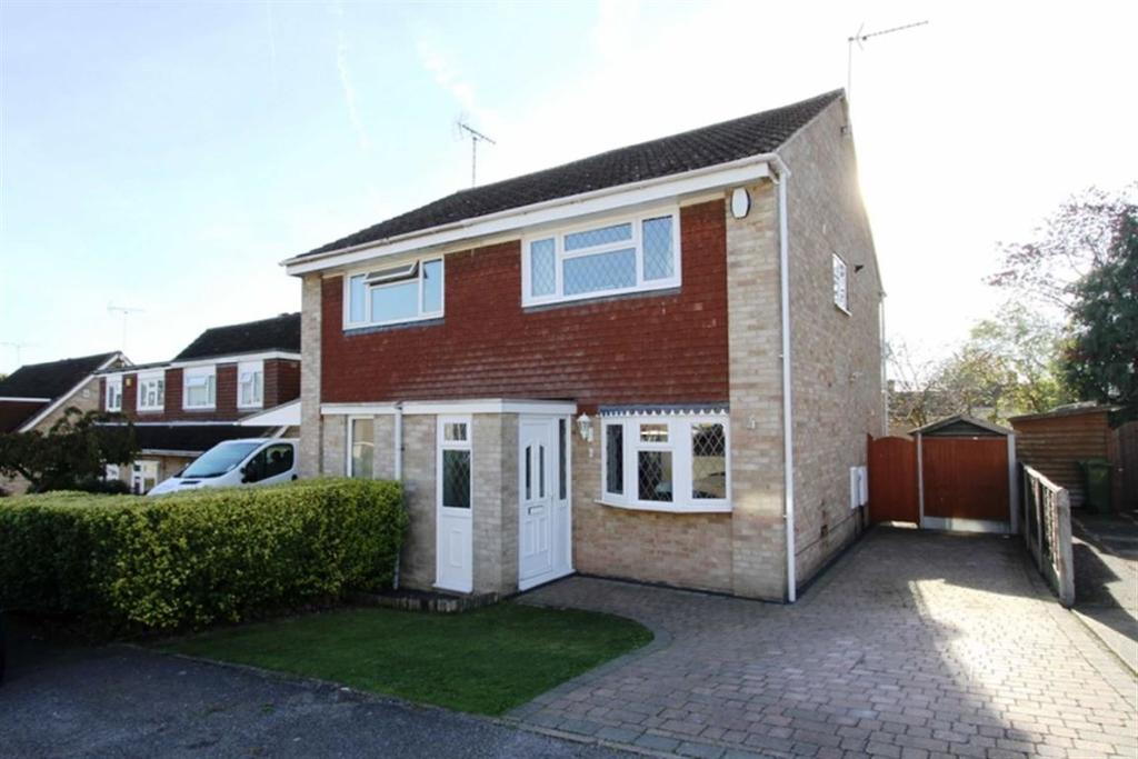2 Bedrooms Semi Detached House for sale in Fieldfare, Billericay, CM11 2PA