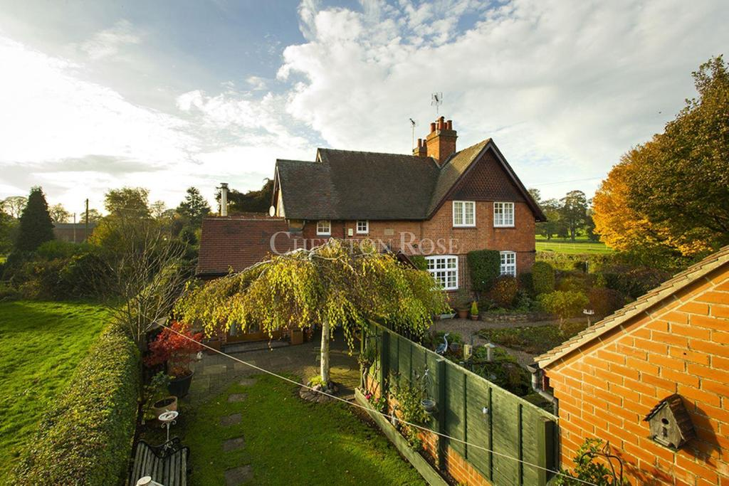 3 Bedrooms Semi Detached House for sale in Strelley Village, Nottingham, Nottinghamshire