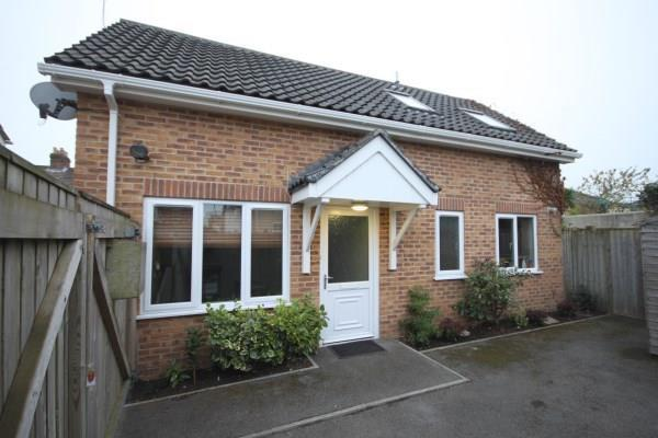 2 Bedrooms Semi Detached House for sale in Capstone Road, Bournemouth