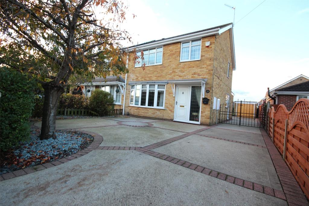 3 Bedrooms Semi Detached House for sale in St Nicholas Drive, Wybers Wood, DN37