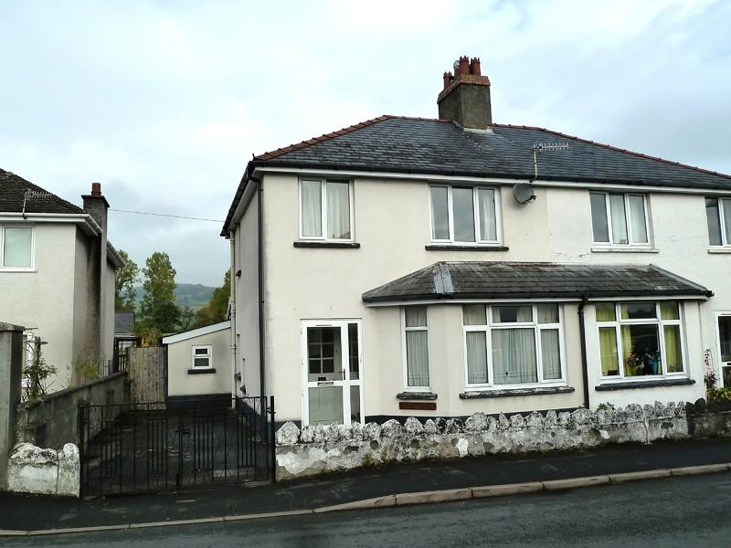 3 Bedrooms Semi Detached House for sale in Penyfan Road, Brecon, Powys.