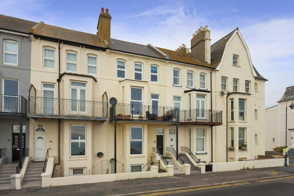 1 Bedroom Flat for sale in West Parade, Hythe, CT21