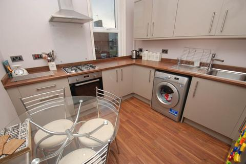 3 bedroom flat - Talbot Road, South Shields