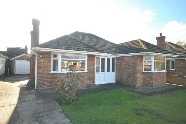 2 Bedrooms Detached Bungalow for sale in Queen Elizabeth Road, Humberston, GRIMSBY