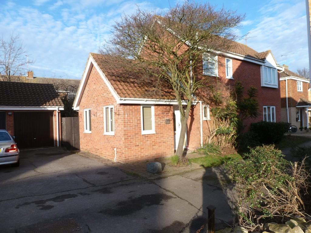 3 Bedrooms Detached House for sale in Hemmings Court, Maldon