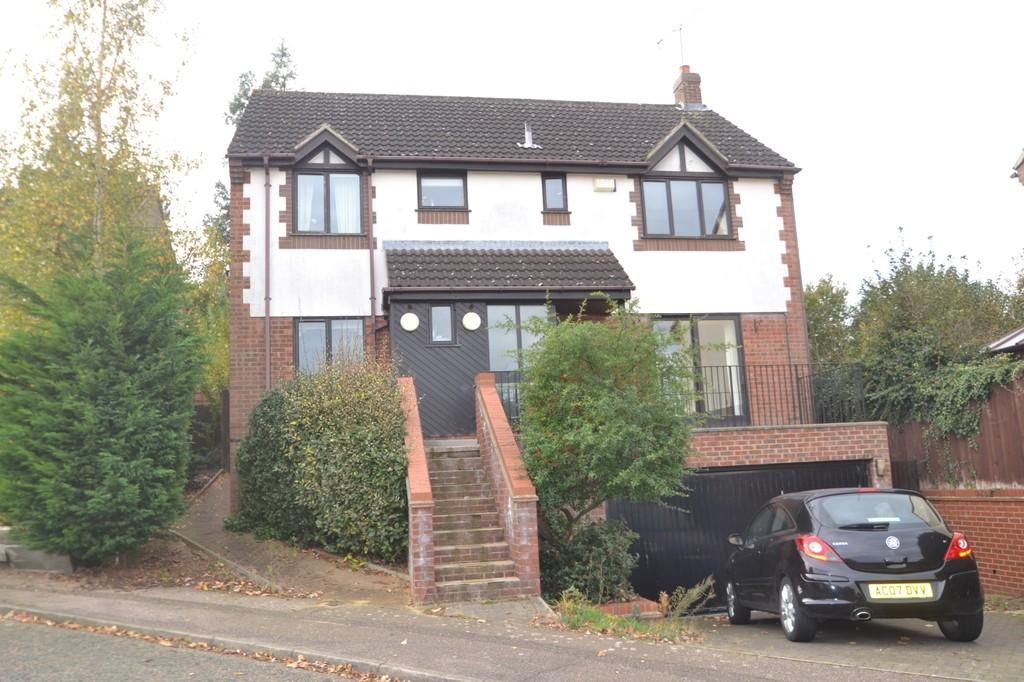 4 Bedrooms Detached House for sale in 35 Grantham Crescent