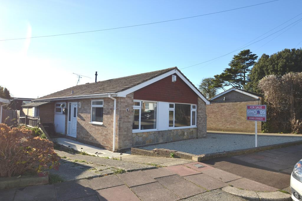 4 Bedrooms Detached Bungalow for sale in Cradock Place, Worthing, West Sussex, BN13 2QA