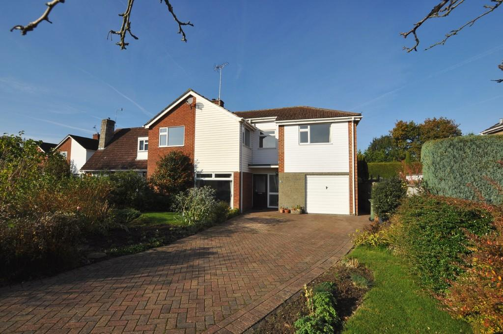 4 Bedrooms Detached House for sale in Frobisher Gardens, Guildford