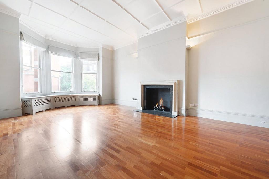 3 Bedrooms Maisonette Flat for sale in Egerton Gardens, Knightsbridge, London