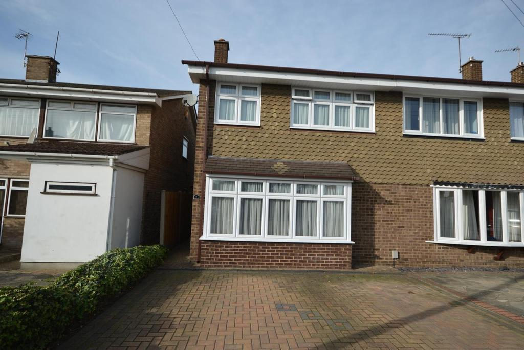 4 Bedrooms Semi Detached House for sale in Fulmar Road, Hornchurch, Essex, RM12