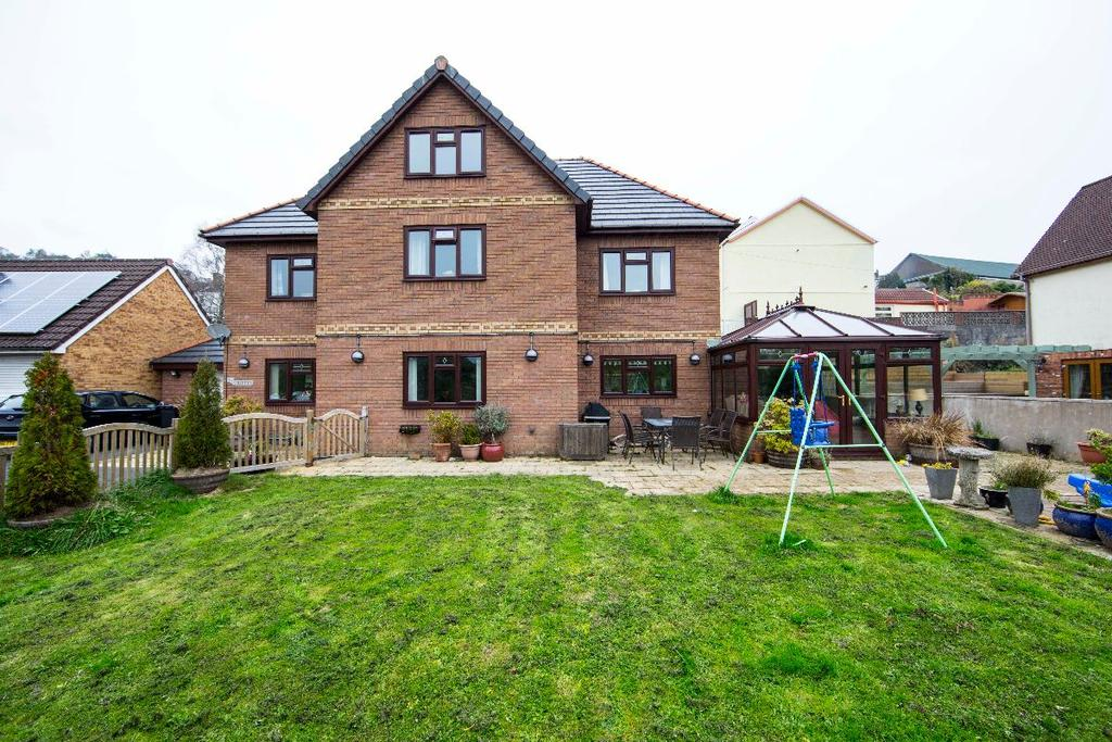 4 Bedrooms Detached House for sale in Griffin Rise, Treharris, CF46 5BJ