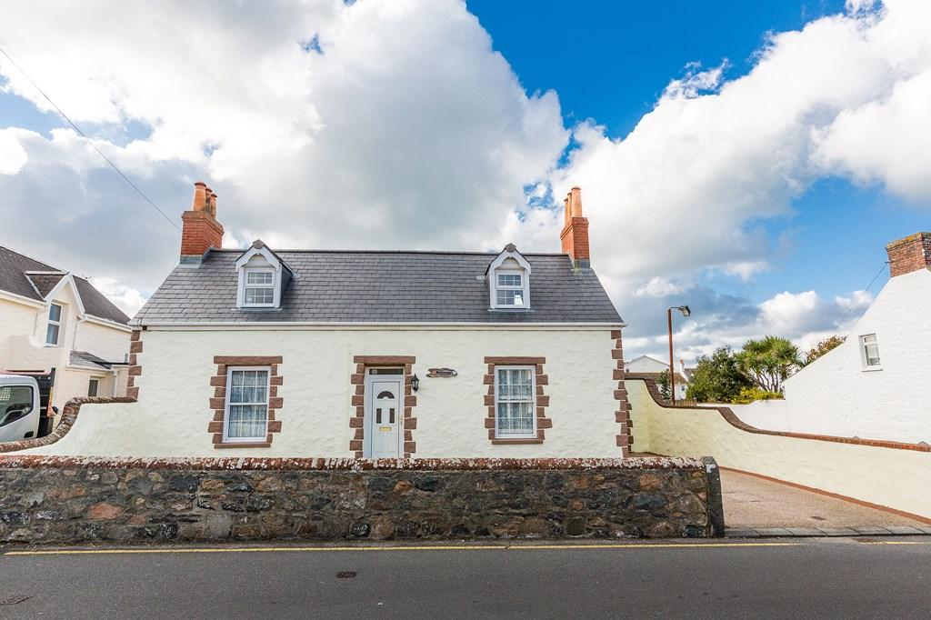 3 Bedrooms Cottage House for sale in Rue de Bouverie, Castel, Guernsey
