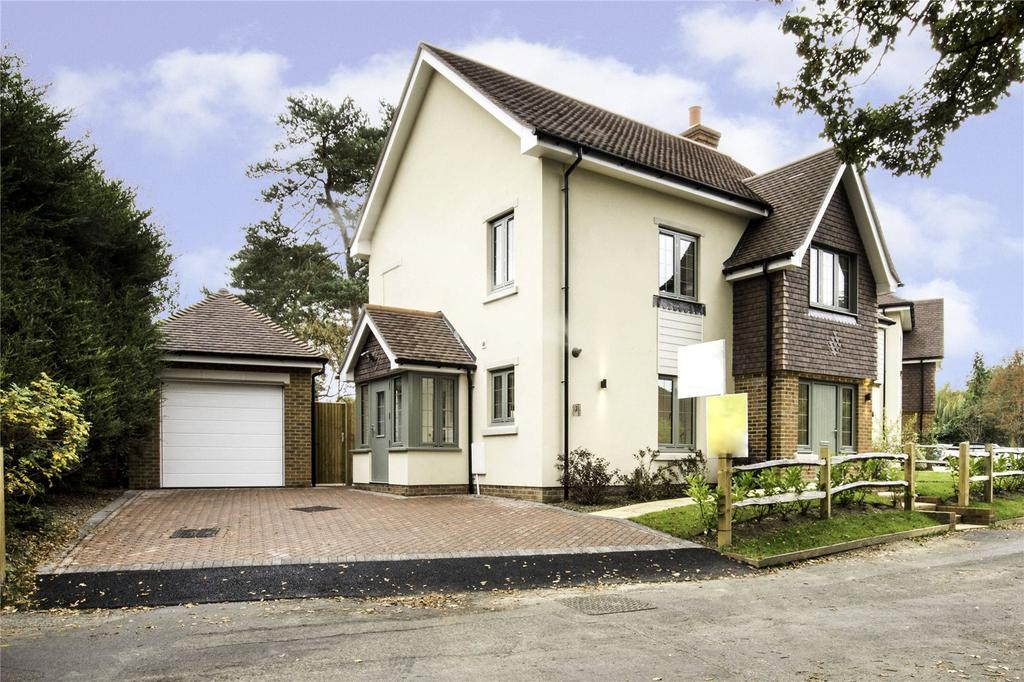 5 Bedrooms Detached House for sale in Chatton Row, Bisley, Woking, Surrey, GU24