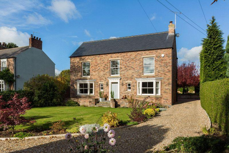 5 Bedrooms Detached House for sale in High Gables, Alne, York YO61 1RS