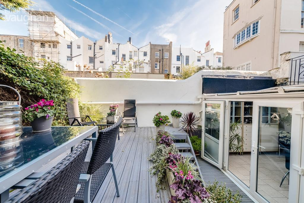 2 Bedrooms Ground Flat for sale in Marine Parade, Brighton, BN2