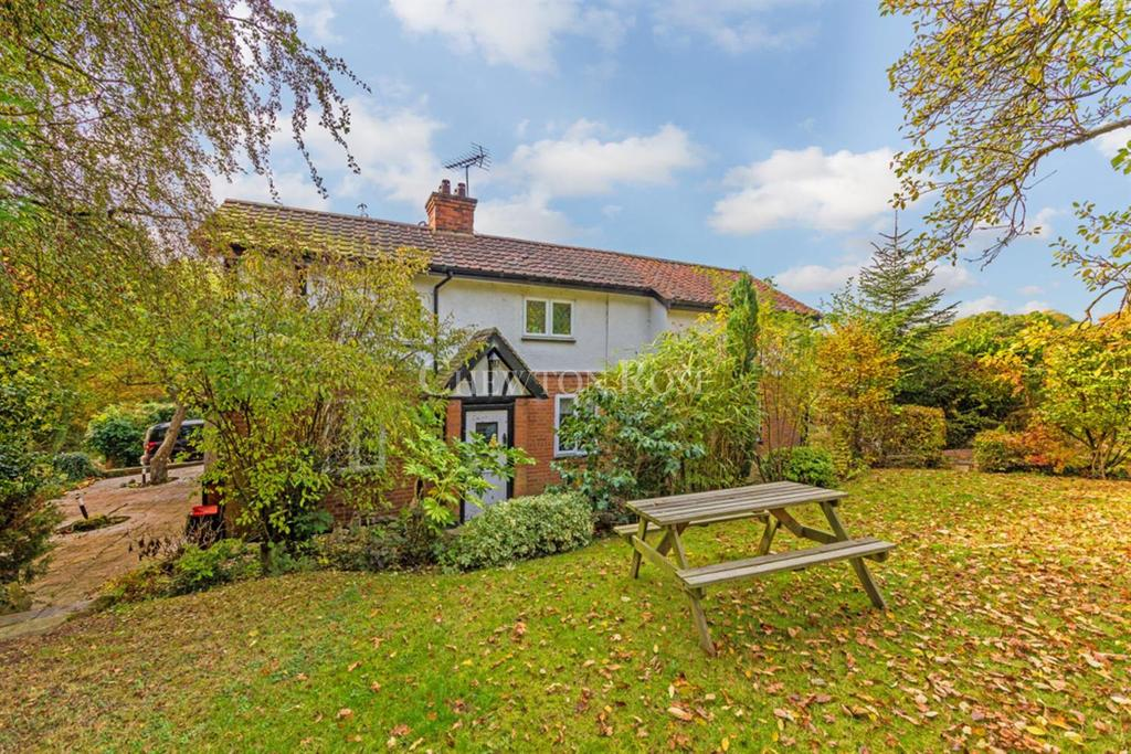 4 Bedrooms Detached House for sale in Lambourne End