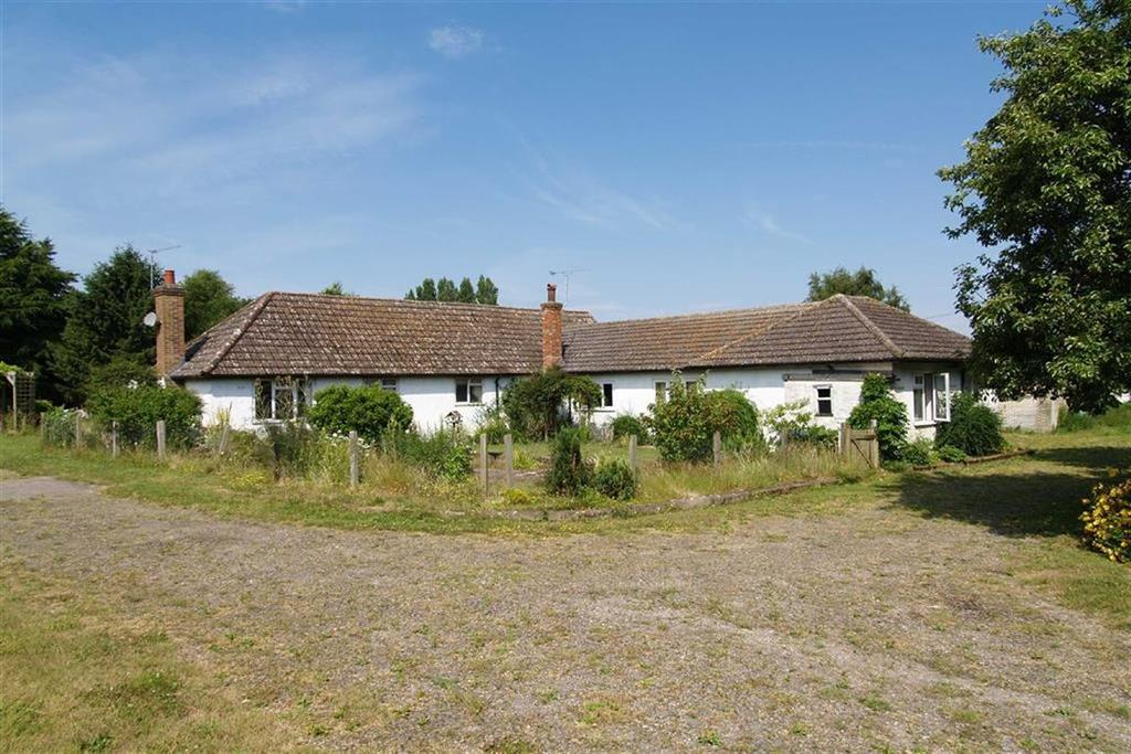 4 Bedrooms Detached Bungalow for sale in Tilford Road, Churt, Farnham, Surrey, GU10