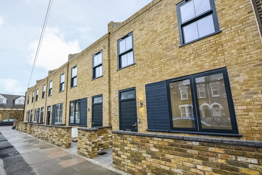 3 Bedrooms Terraced House for sale in Kneller Road, Brockley, SE4