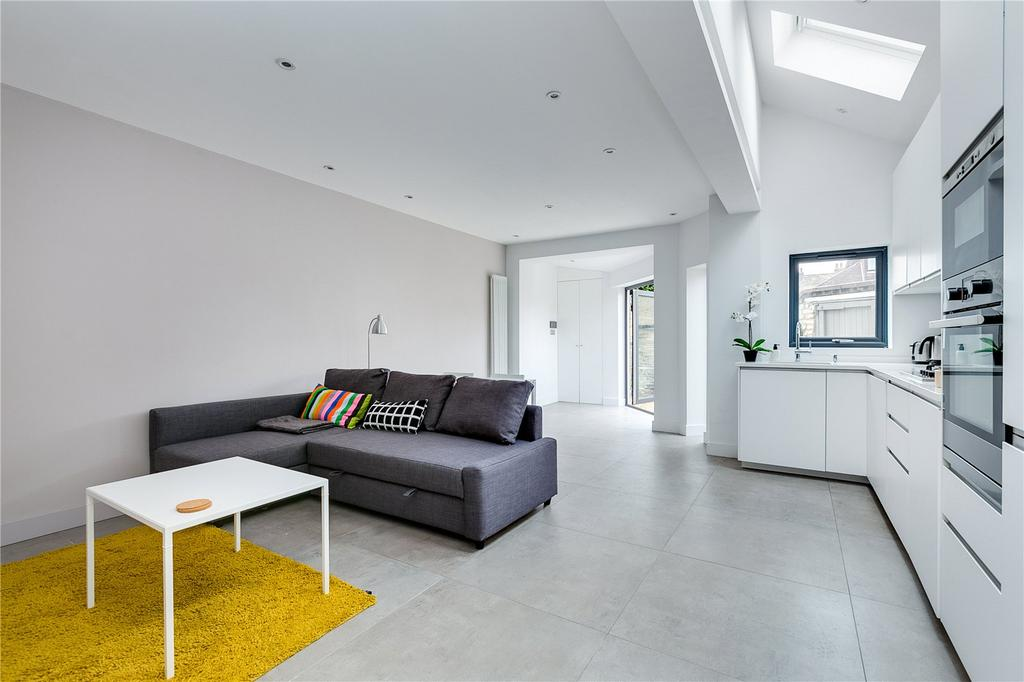 1 Bedroom Flat for sale in Adderley Grove, Battersea, London