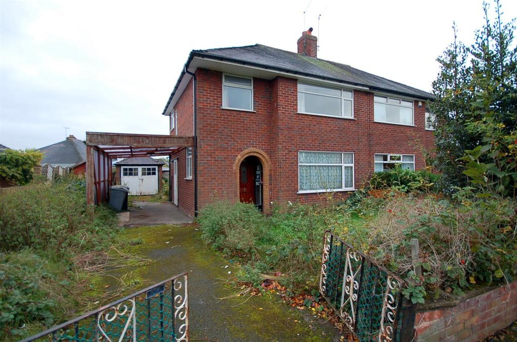 3 Bedrooms Semi Detached House for sale in Poplar Drive, Alsager