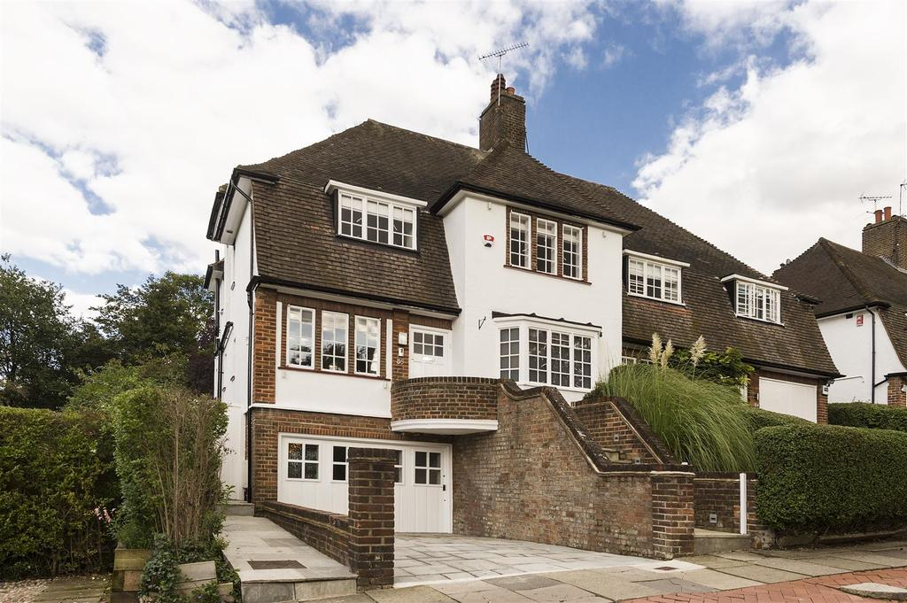 4 Bedrooms Semi Detached House for sale in Hill Top, NW11