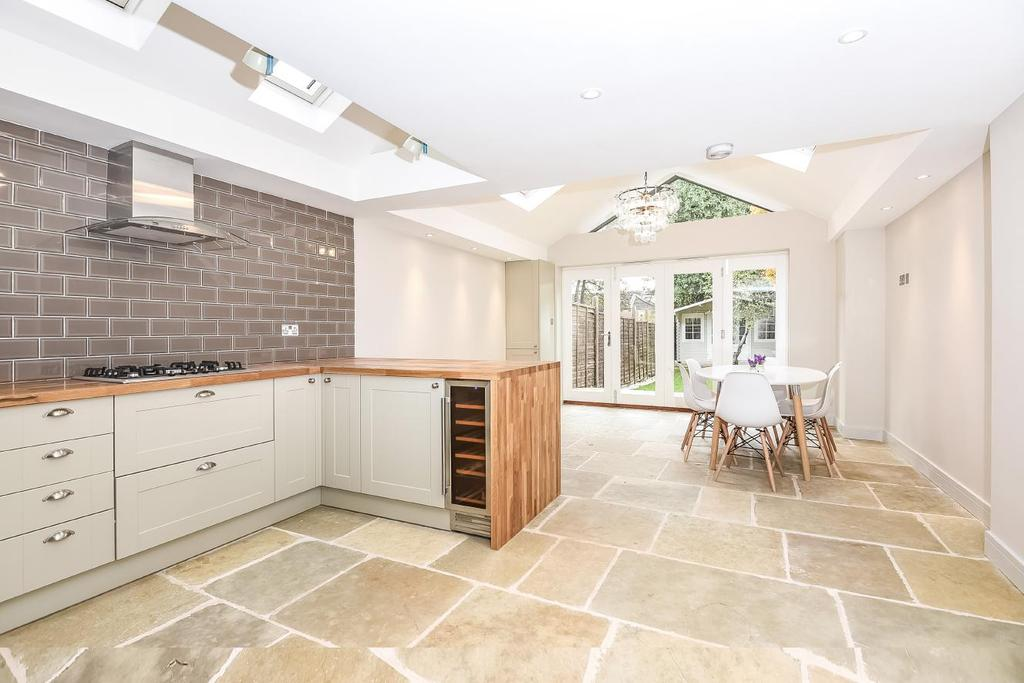 4 Bedrooms Terraced House for sale in Trevelyan Road, Tooting, SW17